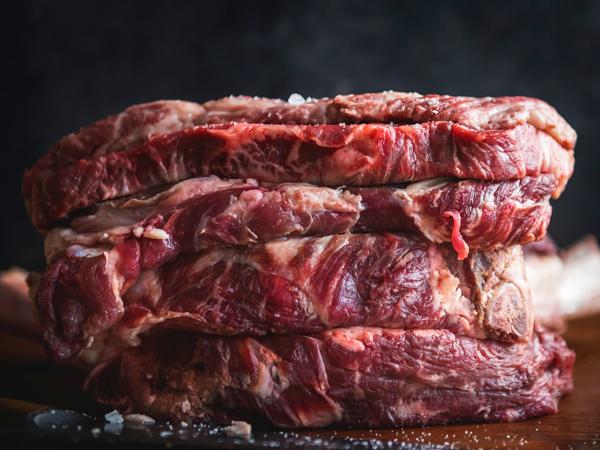 Yuk Simak! Cara Membedakan Daging Sapi Murni Vs. Daging Oplosan